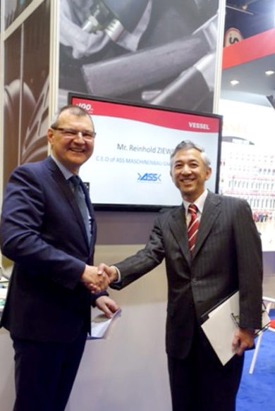 Mr. Junichi Taguchi, CEO of VESSEL Tools, Japan (right) and Reinhold Ziewers, CEO of ASS Maschinenbau GmbH at Eisenwarenmesse - International Hardware Fair in Cologne